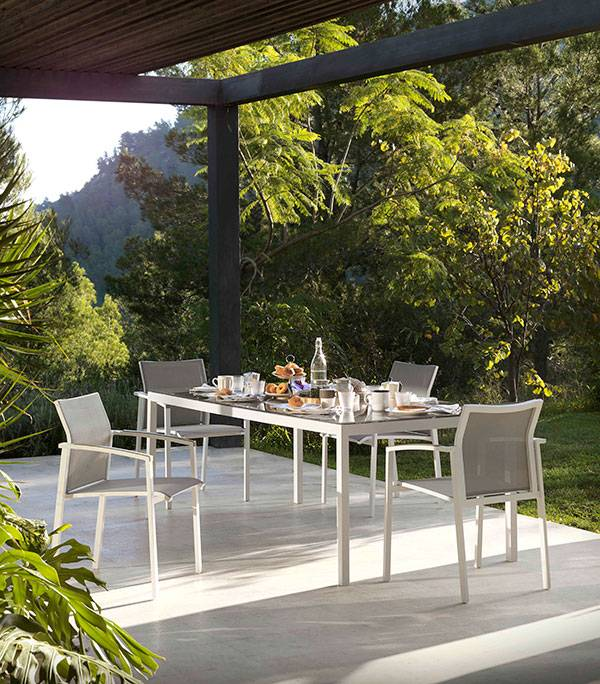 Salon de jardin : Tables et chaises des marques Gabar et Kok de ...